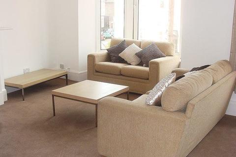 4 bedroom flat - Waverley Road, Southsea