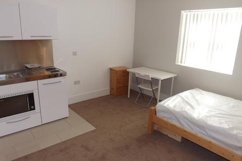 Studio to rent - Aylward Street, Portsmouth