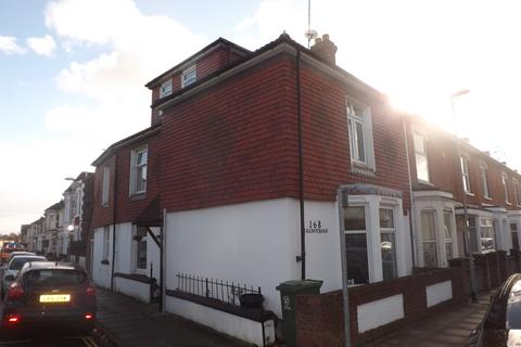 7 bedroom end of terrace house to rent - *NO STUDENT FEES* Talbot Road, Southsea