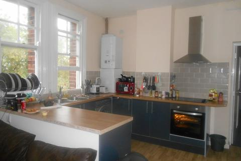 6 bedroom flat to rent - *NO STUDENT FEES 2019* Aylward Street, Portsmouth
