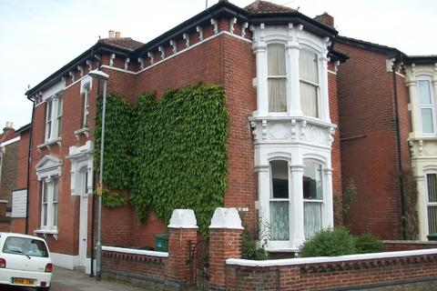 Studio to rent - Worthing Road, Southsea
