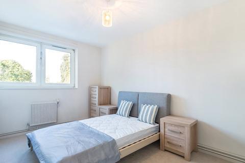 3 bedroom apartment - Molesworth House, Brandon Estate, SE17