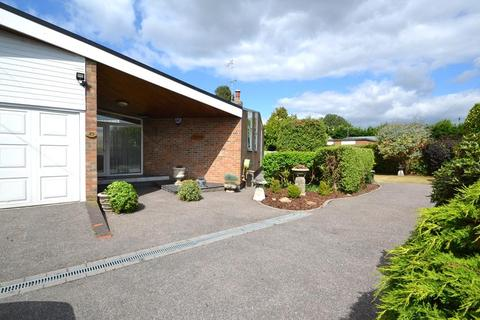3 bedroom detached bungalow for sale - Ferring Lane, Ferring, West Sussex, BN12 6QT