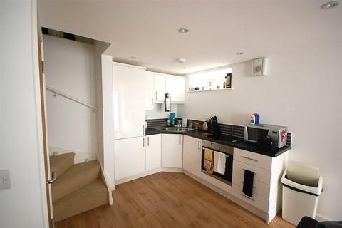 2 bedroom flat to rent - Church Street, Helston