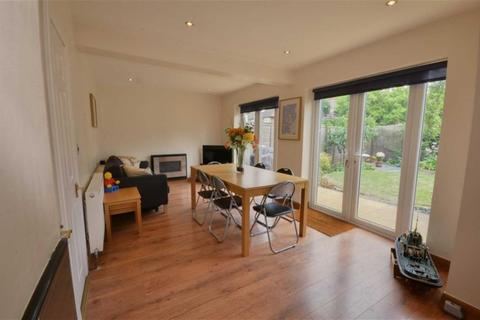 4 bedroom semi-detached house for sale - Southolme Drive, Rawcliffe, York, YO30