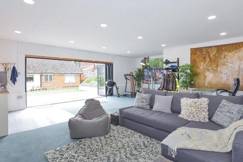 3 bedroom bungalow for sale - Cockney Hill, Tilehurst, Reading, RG30
