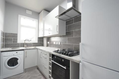 2 bedroom apartment to rent - Beautifully appointed two bedroom apartment in the sort after Greenfield Road