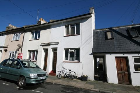 3 bedroom terraced house to rent - St Martins Street BN2