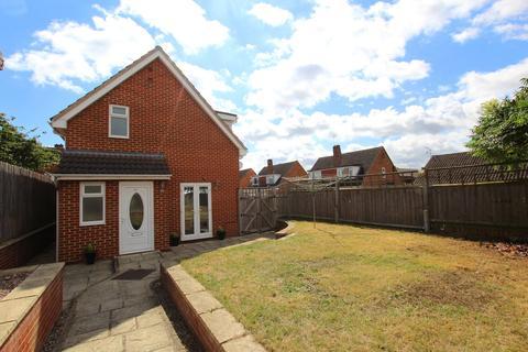 3 bedroom detached house for sale - Chosen Way, Hucclecote, Gloucester, GL3