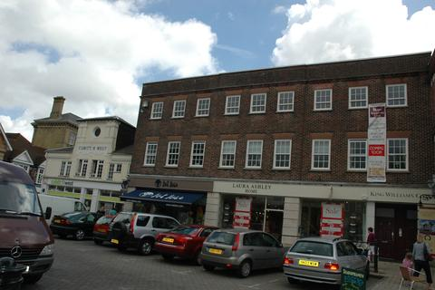 2 bedroom apartment to rent - The Square, Petersfield GU32
