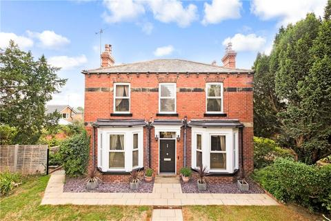 4 bedroom detached house for sale - Main Street North, Aberford, Leeds, West Yorkshire