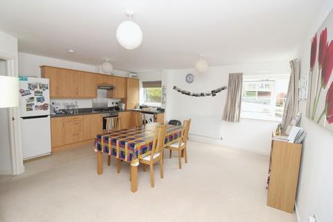 2 bedroom apartment to rent - McKay Avenue, Torquay