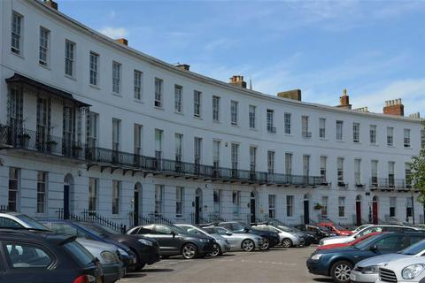 Office to rent - Royal Crescent, Cheltenham, Glos