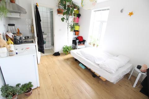 Studio to rent - Homerton High Street, Homerton, E9