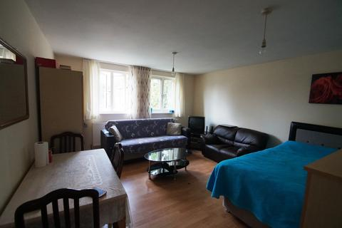 Studio to rent - Mare Street, Hackney, E8