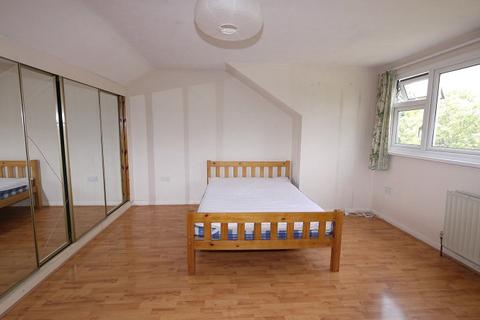 Studio to rent - Forest Drive East , Leytontone, London. E11