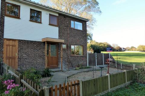 4 bedroom end of terrace house for sale - Constable Close, NR32