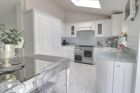 4 bedroom terraced house for sale - Heyford Avenue, BS5