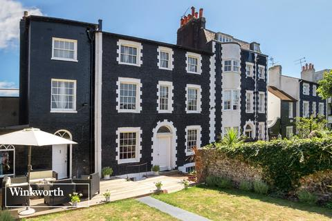 3 bedroom end of terrace house for sale - St James's Place, Brighton, East Sussex, BN2