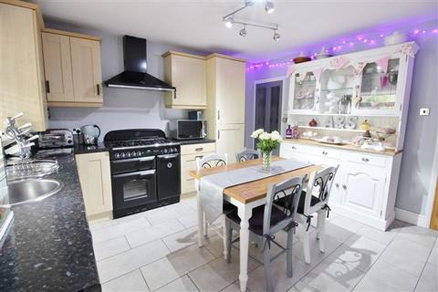 3 bedroom terraced house for sale - Queen Street, Mosbrough, Sheffield, S20 5BQ