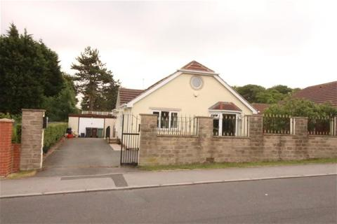 3 bedroom detached bungalow for sale - Woodhall Park Grove, Pudsey, LS28