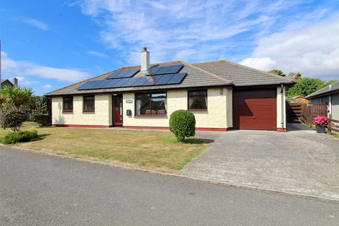 3 bedroom detached bungalow for sale - Park Enskellaw, Mullion