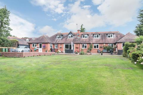 5 bedroom link detached house for sale - Catherines Close, Catherines De Barnes