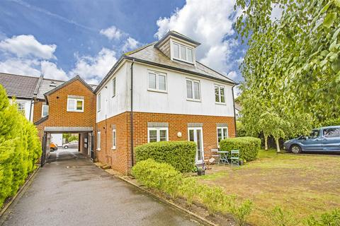 2 bedroom apartment to rent - 24 Diceland Road, Banstead