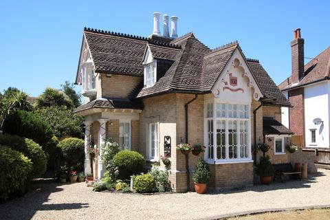3 bedroom detached house for sale - Alumhurst Road, Alum Chine, Westbourne, BH4