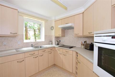 1 bedroom ground floor flat - Hadlow Road, Tonbridge, Kent