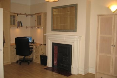 2 bedroom flat to rent - Mayford Road, Balham