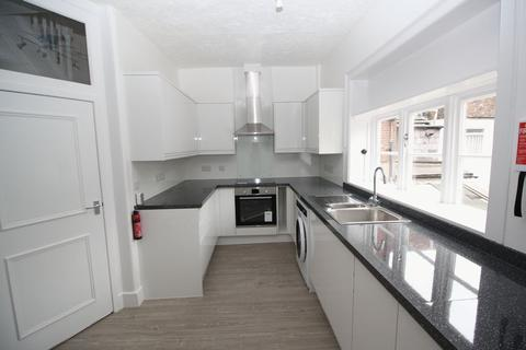 3 bedroom apartment to rent - Market Place, Blandford Forum