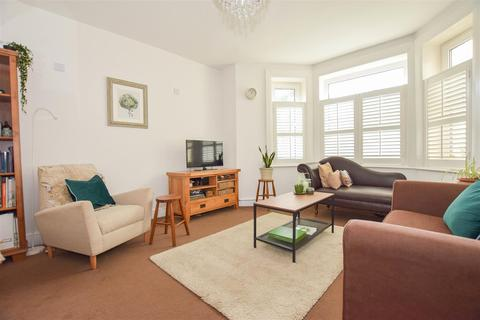 2 bedroom flat for sale - Stockleigh Road, St. Leonards-On-Sea