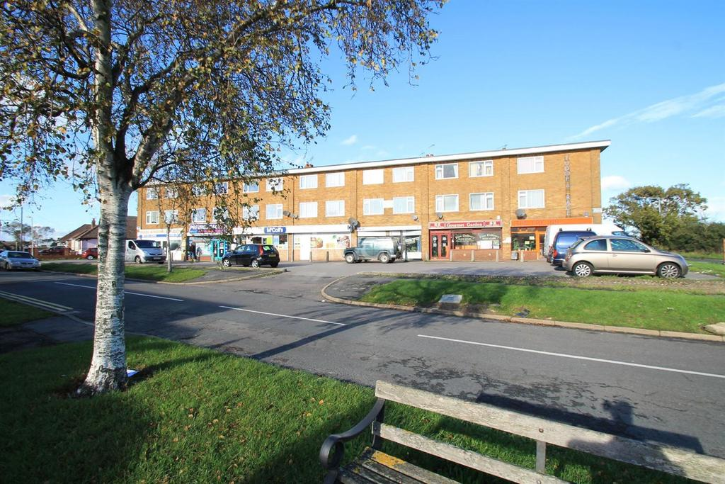 3 Bedrooms Flat for sale in Tudor Parade, Jaywick