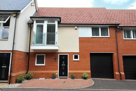 3 bedroom terraced house for sale - Lambourne Chase, Chelmsford, Essex, CM2