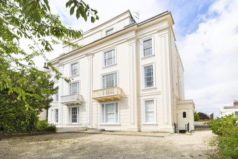 2 bedroom flat to rent - Second floor flat, Oakfield Road, BS8