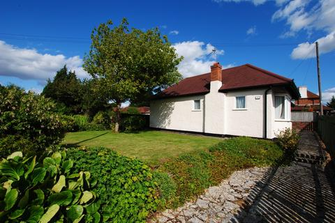 2 bedroom detached bungalow for sale - Coulsdon Road, Old Coulsdon