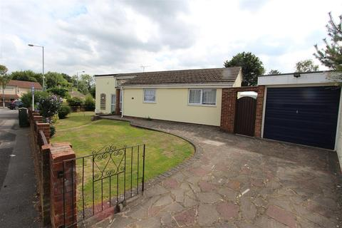 2 bedroom detached bungalow for sale - Maidstone Road, Gillingham