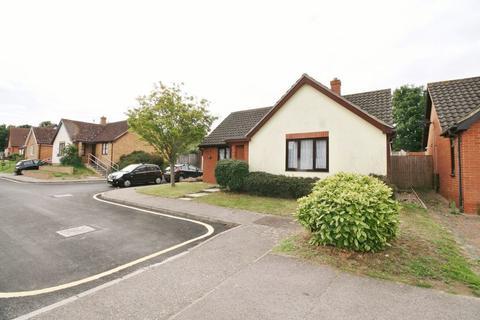 2 bedroom bungalow for sale - Dixon Close, Lawford