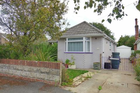 3 bedroom bungalow for sale - Harbeck Road, Throop, Bournemouth, Dorset