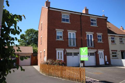 4 bedroom townhouse for sale - Nursery Lane, Darlington