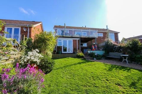4 bedroom semi-detached house for sale - Frobisher Close, Teignmouth