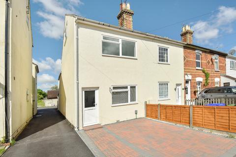 3 bedroom end of terrace house to rent - Park Road, Farnborough , Hampshire, GU14