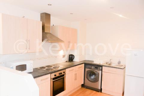 2 bedroom flat to rent - The Green, Idle, BD10