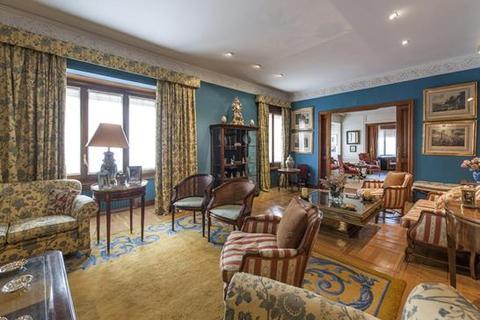 6 bedroom apartment  - Almagro, Chamberí, Madrid
