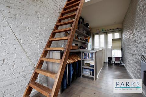 Studio to rent - Hollingdean Road, Brighton, BN1