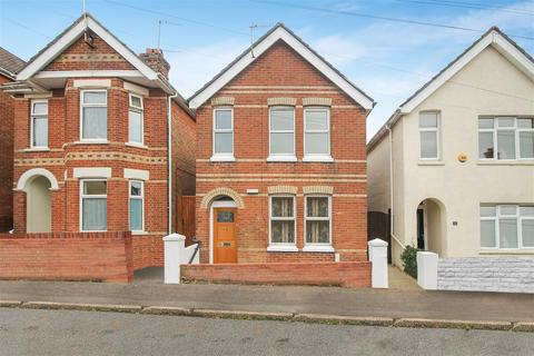 3 bedroom detached house to rent - Lyell Road, Poole