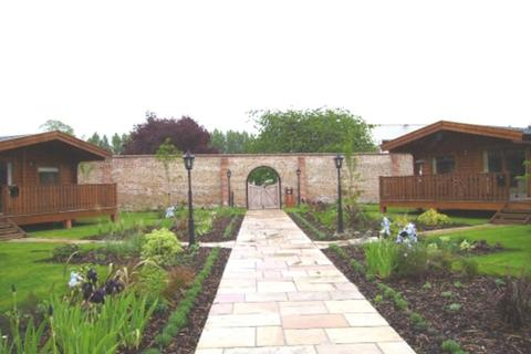 2 bedroom detached bungalow to rent - Harleyford Estate, Marlow