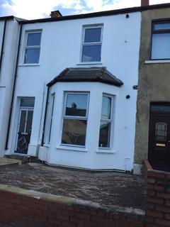 2 bedroom flat to rent - Broadway, Adamsdown, Cardiff, CF24