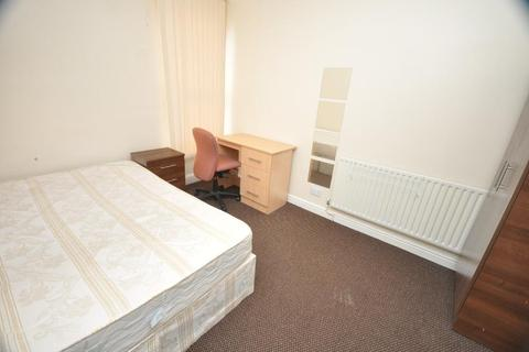 4 bedroom house share to rent - Norwood Road, Hyde Park, Leeds LS6 1DX